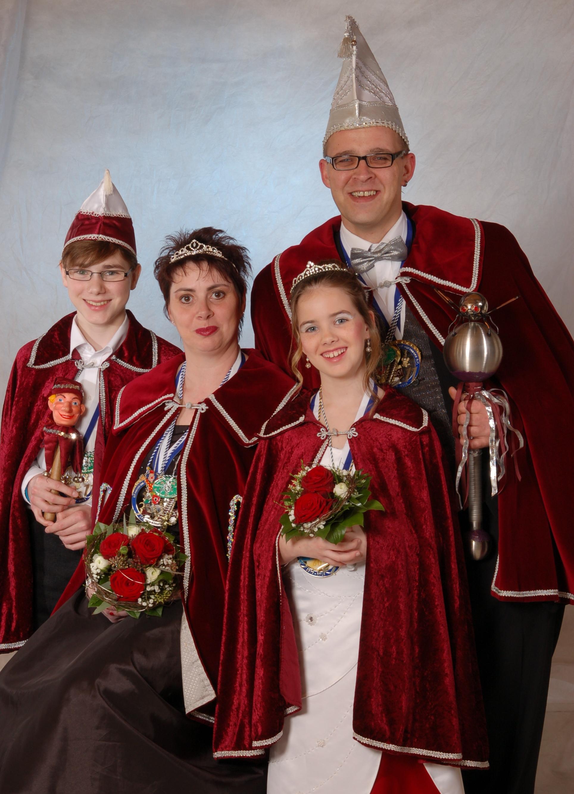 Faschingsprinzessing Tanja I. mit Dirk I. und dem Kinderprinzenpaar Alina I. und Bastian I.