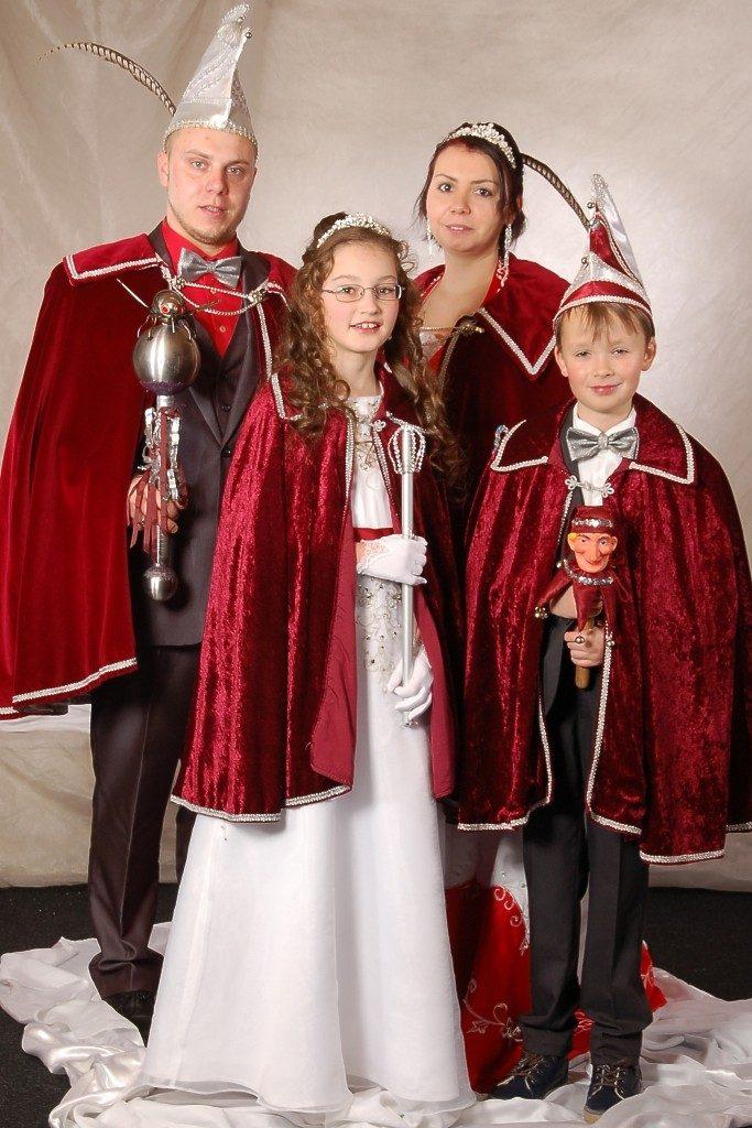 Die Prinzenpaare 2015/16: Pascal I. und Kathrin I., außerdem das Kinderprinzenpaar Maria I. und Marcel I.