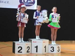 Jugend-Tanzmariechen Marie bei der Siegerehrung zu ihrem 2. Platz. Foto: Familie Steffen